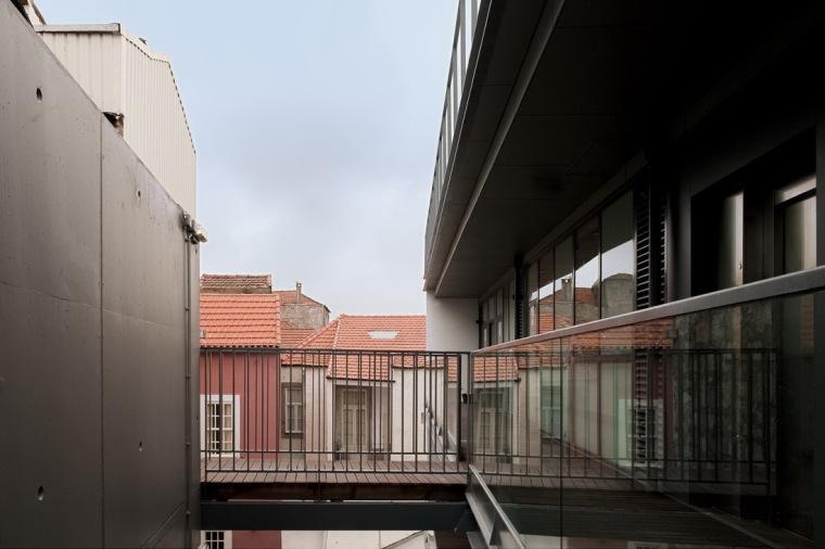路西塔尼亚阁楼第5张图片