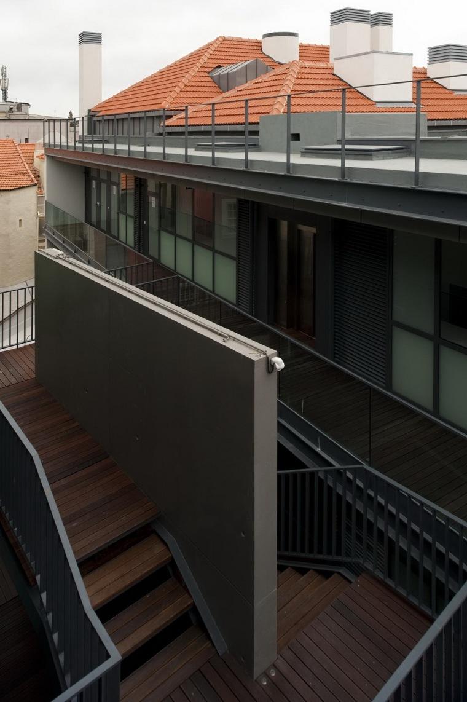 路西塔尼亚阁楼第7张图片