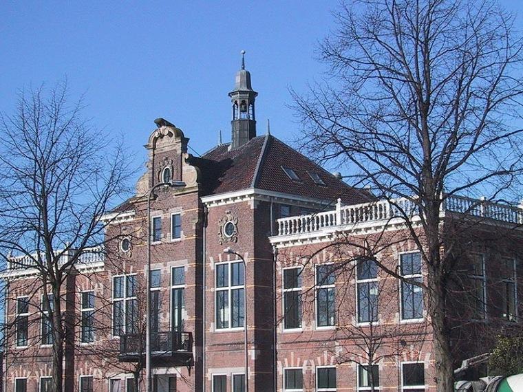 纪念性学校建筑改建阁楼第2张图片