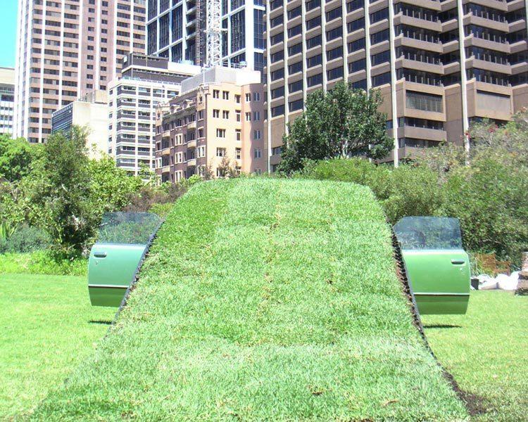 草坪下的停车场第4张图片