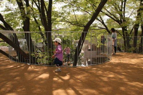 树枝上都捆扎了绳子,以免小朋友-树屋幼儿园第9张图片