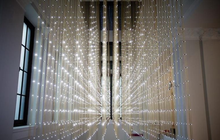 群蜂之舞互动灯光装置第2张图片