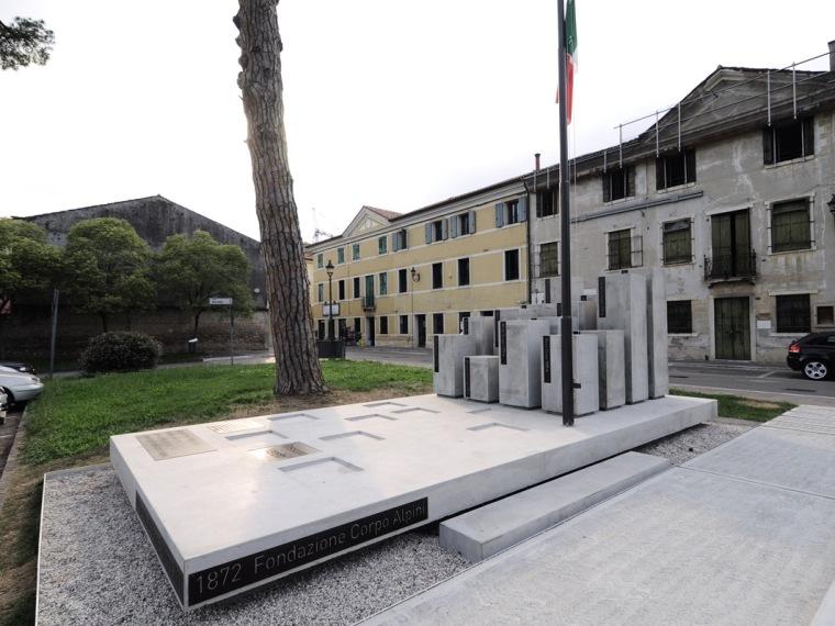 Alpini纪念碑第1张图片
