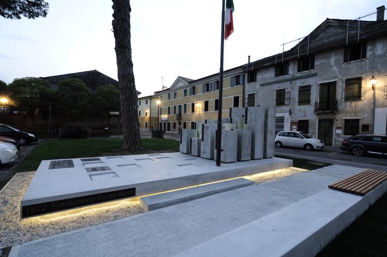 Alpini纪念碑第9张图片