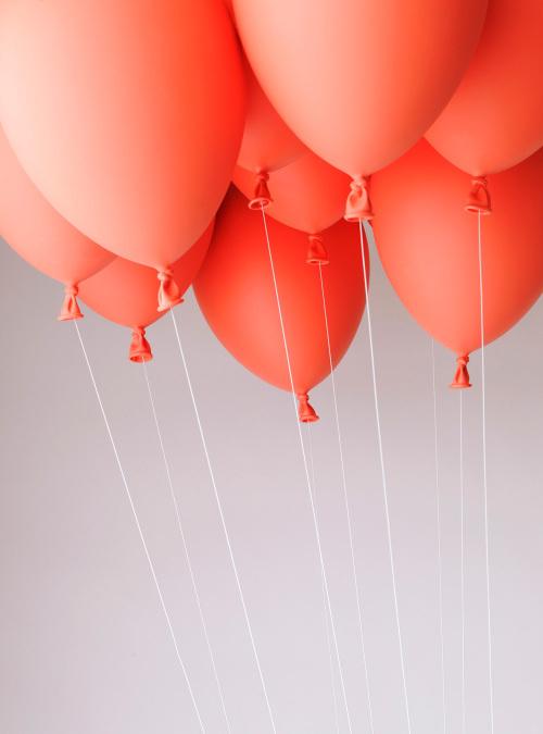 悬浮的气球长凳和气球灯泡第2张图片