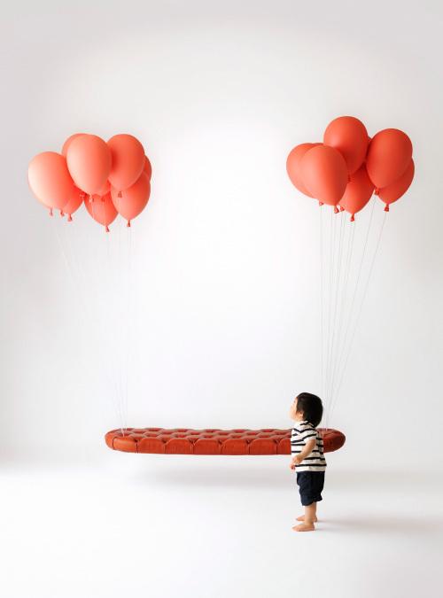 悬浮的气球长凳和气球灯泡第5张图片