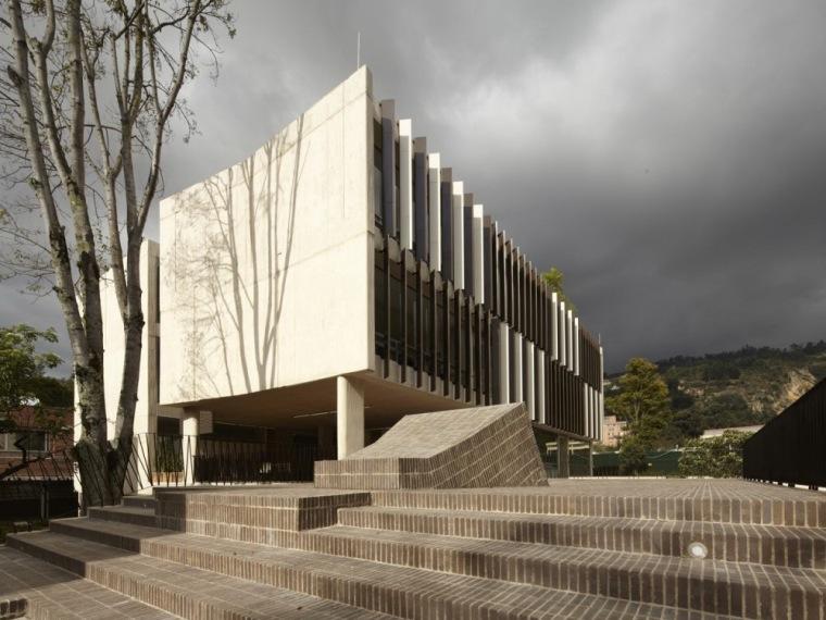 Enrique Low Murtra艺术大楼