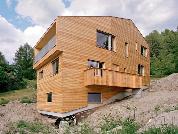 斜坡上的木屋