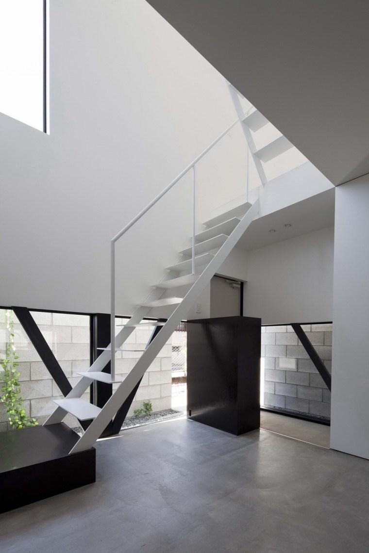 东京垂直小楼第17张图片