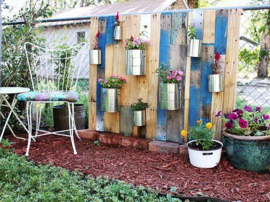 废弃托盘制成的垂直花园第1张图片