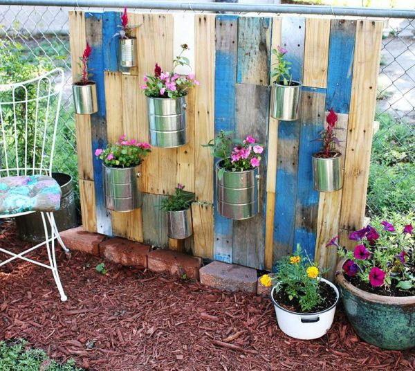 废弃托盘制成的垂直花园第3张图片