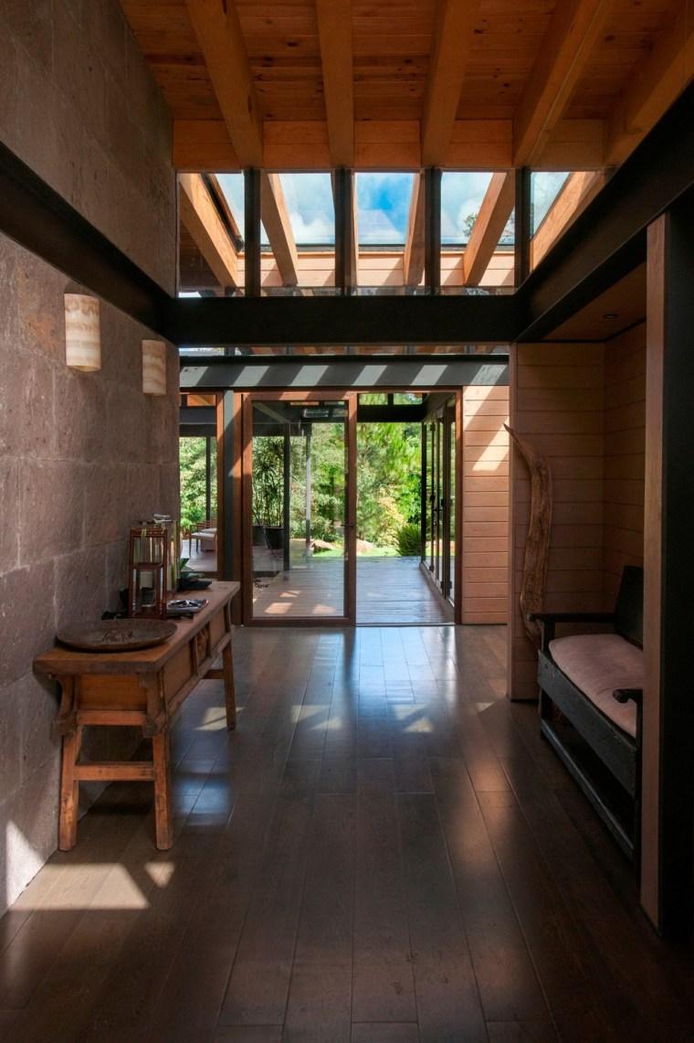 森林深处的木结构别墅第9张图片