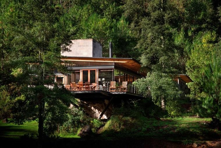 森林深处的木结构别墅第12张图片
