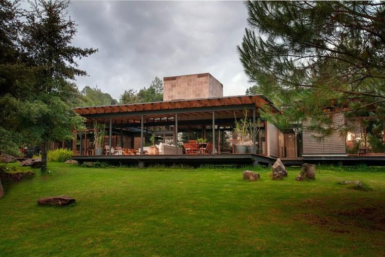 森林深处的木结构别墅第14张图片