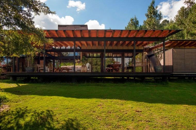 森林深处的木结构别墅第15张图片