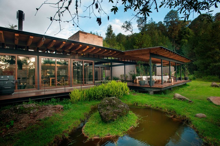 森林深处的木结构别墅第16张图片