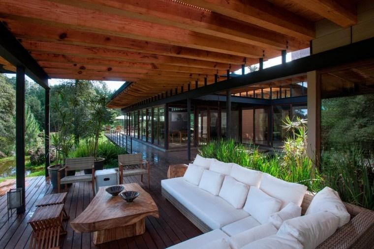 森林深处的木结构别墅第18张图片