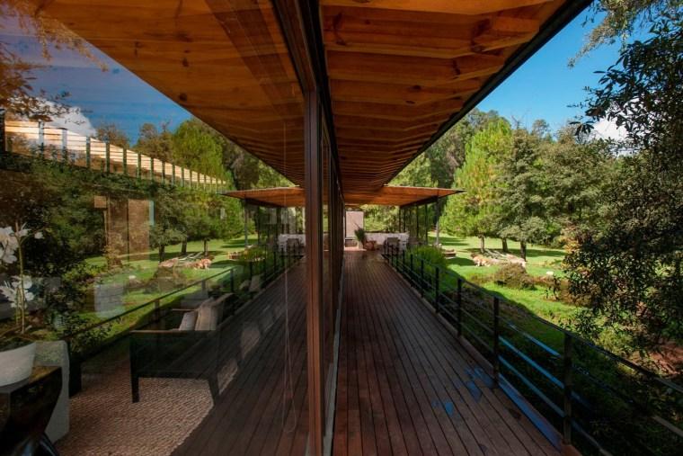 森林深处的木结构别墅第24张图片