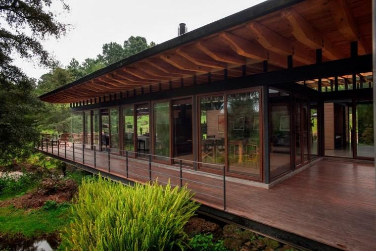 森林深处的木结构别墅第25张图片