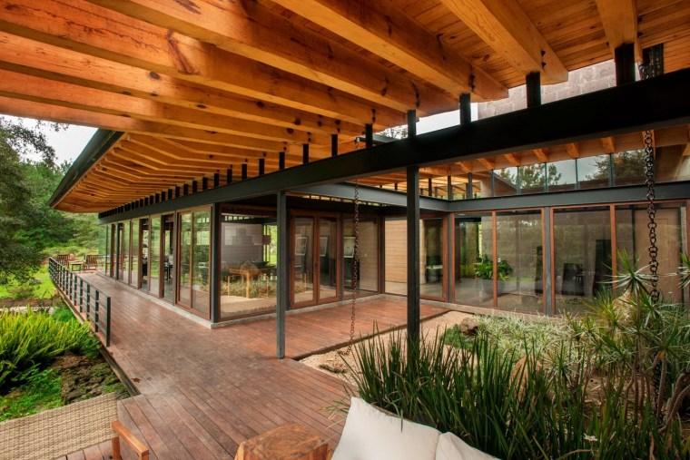 森林深处的木结构别墅第26张图片