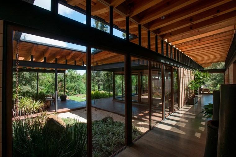森林深处的木结构别墅第29张图片