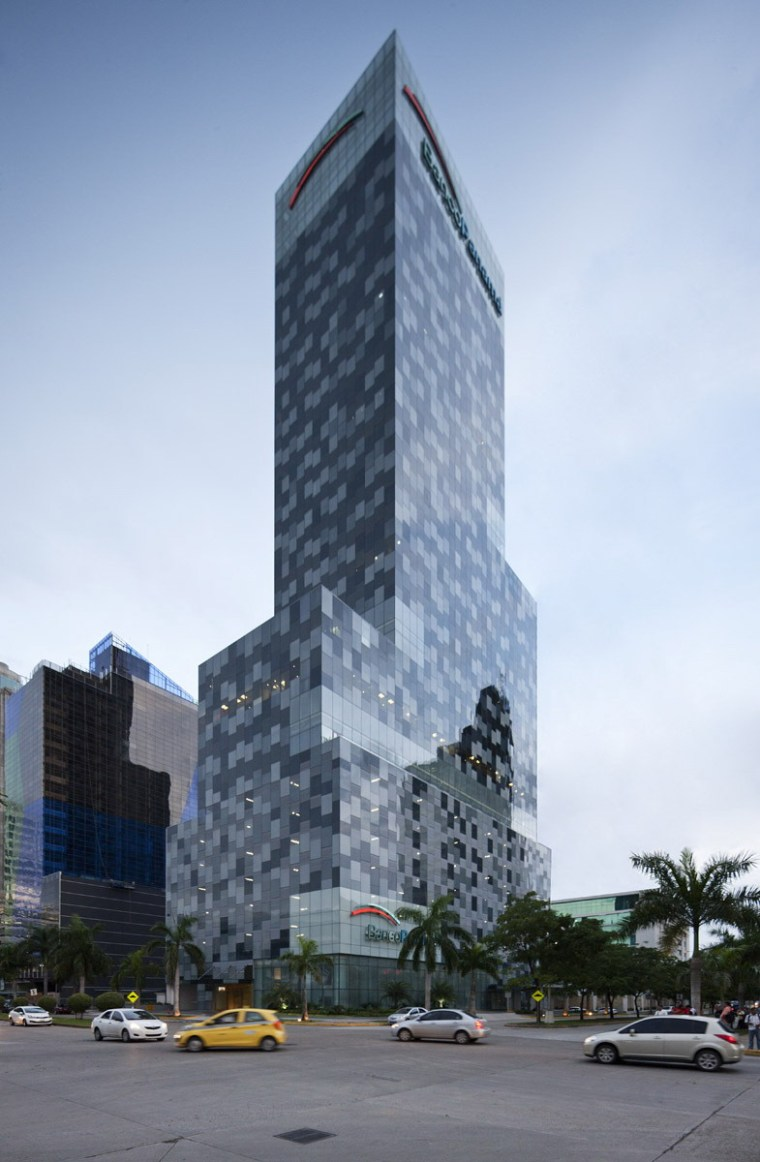 巴拿马银行大厦–由四小办公楼组成的大楼第2张图片