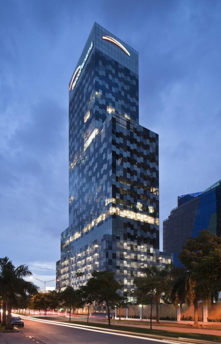 巴拿马银行大厦–由四小办公楼组成的大楼第4张图片
