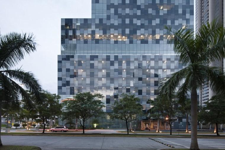 巴拿马银行大厦–由四小办公楼组成的大楼第5张图片