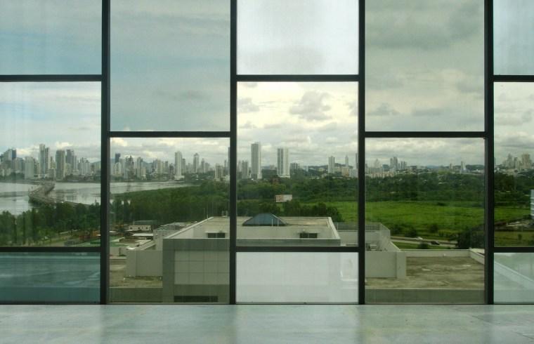 巴拿马银行大厦–由四小办公楼组成的大楼第10张图片