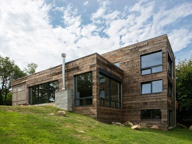 20世纪70年代的长岛房子改造成为一个高效节能的现代住宅