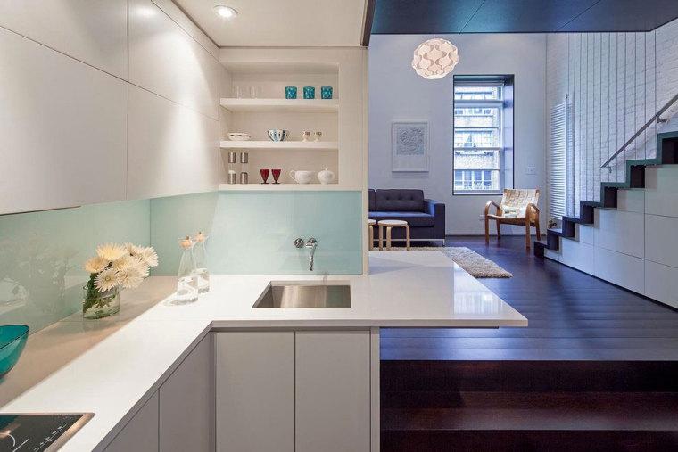 简洁而现代的复式公寓