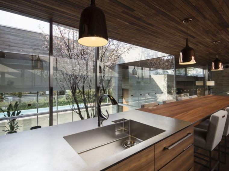 日本白色长方形住宅