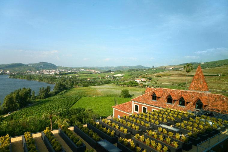 葡萄牙宏伟而豪华酒店远处外观图-葡萄牙宏伟而豪华酒店第4张图片