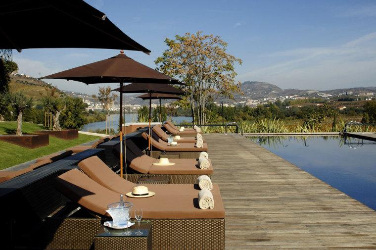 葡萄牙宏伟而豪华酒店游泳池边上-葡萄牙宏伟而豪华酒店第7张图片