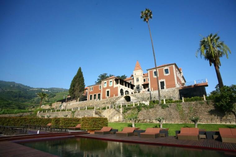 葡萄牙宏伟而豪华酒店远处外观图-葡萄牙宏伟而豪华酒店第3张图片