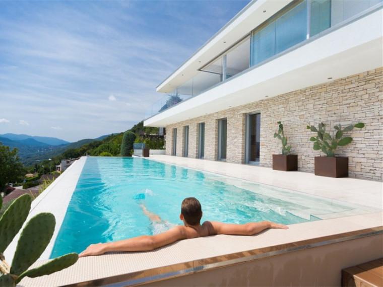 瑞士卢加诺湖的白色别墅