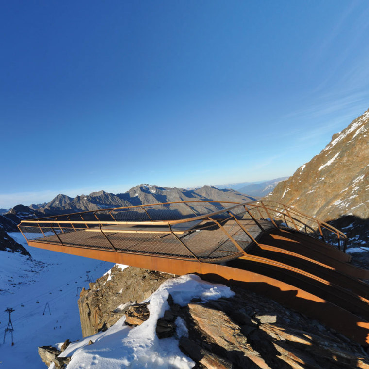 Tyrol冰川顶峰Stubai站在高处甲板-Tyrol冰川顶峰Stubai第2张图片