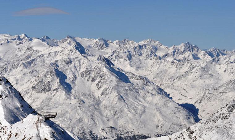 Tyrol冰川顶峰Stubai近处雪景图-Tyrol冰川顶峰Stubai第5张图片
