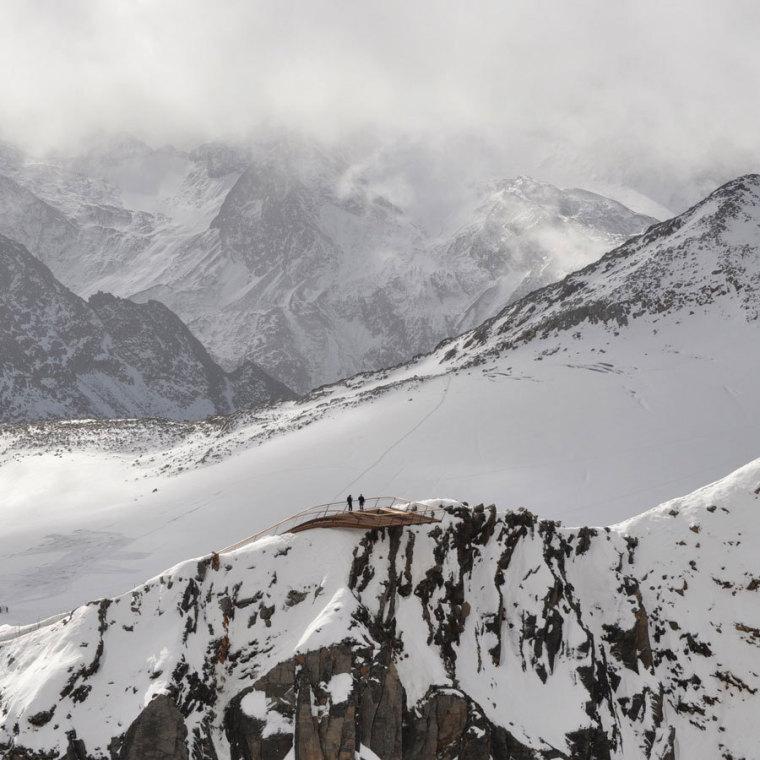 Tyrol冰川顶峰Stubai近处雪景图-Tyrol冰川顶峰Stubai第7张图片