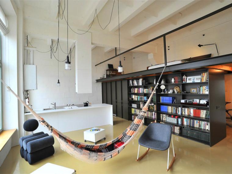 立陶宛简约而时尚的阁楼式公寓