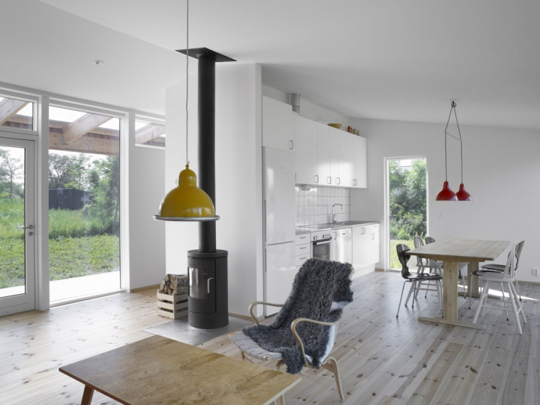瑞典建于树林中的简易房屋
