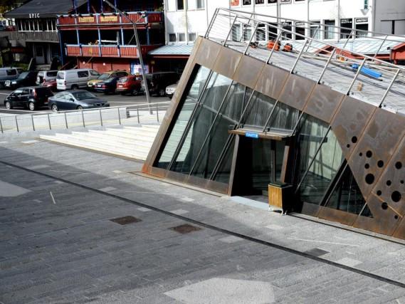 耶卢步行街和露天剧场-1