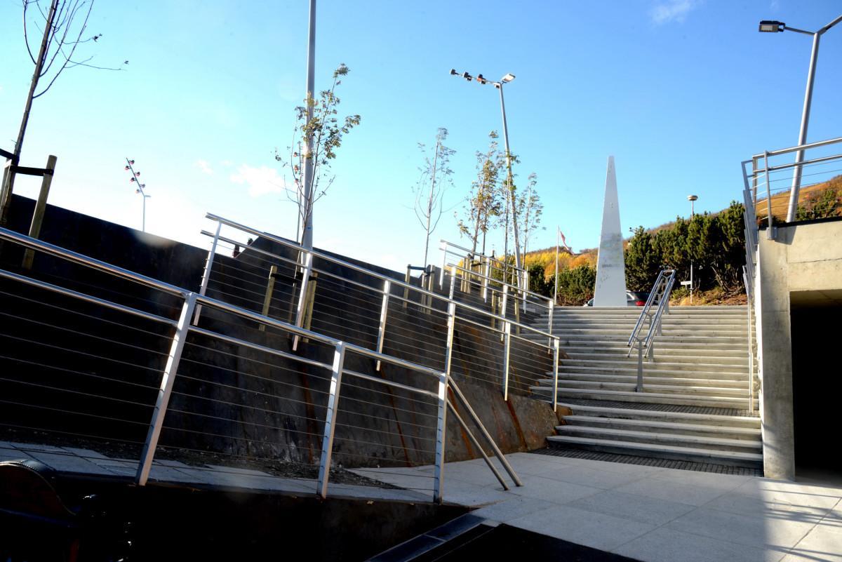 耶卢步行街和露天剧场-3