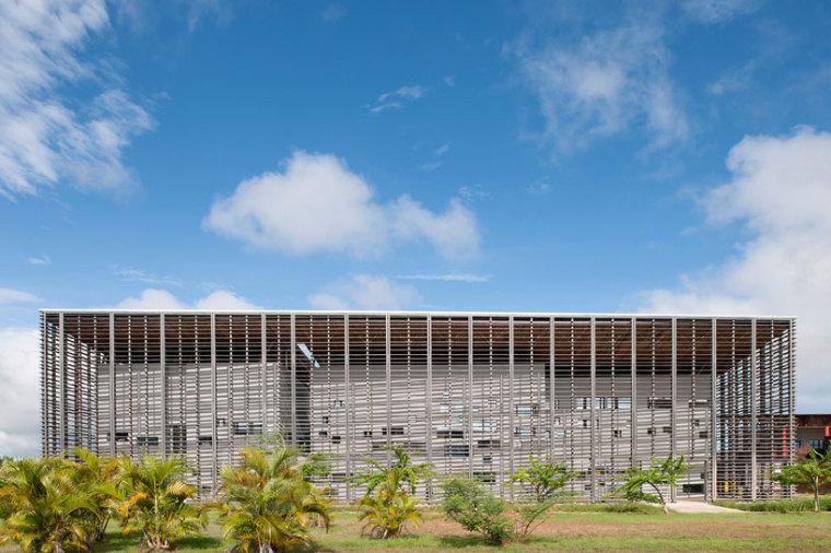 圭亚那大学图书馆外观图-圭亚那大学图书馆第2张图片