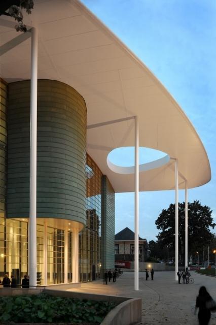 索尔维商学院外部局部图-索尔维商学院第3张图片