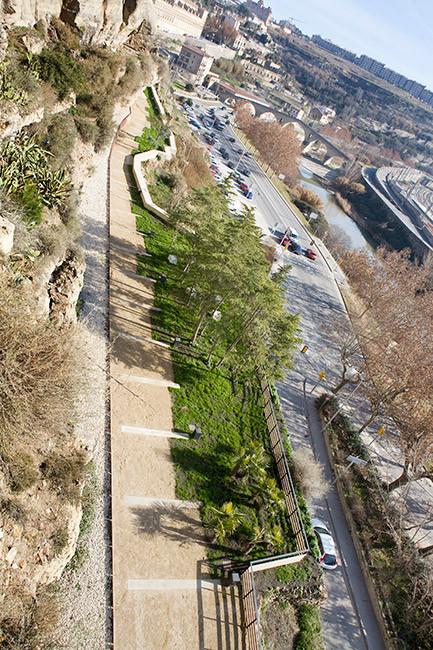 山坡上的城市化道路外部细节图-山坡上的城市化道路第3张图片