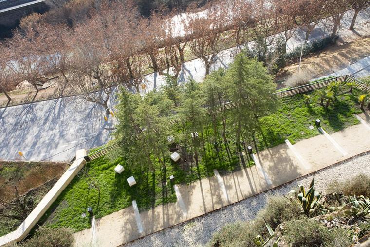 山坡上的城市化道路外部细节图-山坡上的城市化道路第5张图片