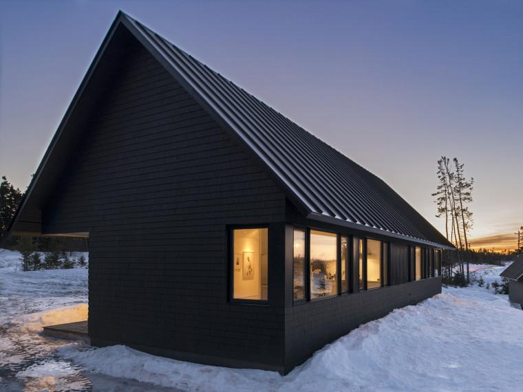 黑色三角墙住宅第1张图片