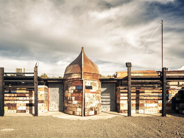 旧船改建而成酿酒厂景观