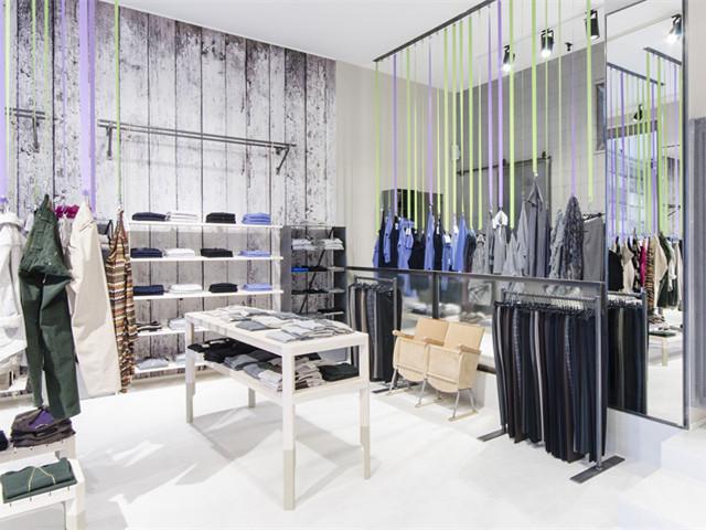 意大利贝加莫时装店